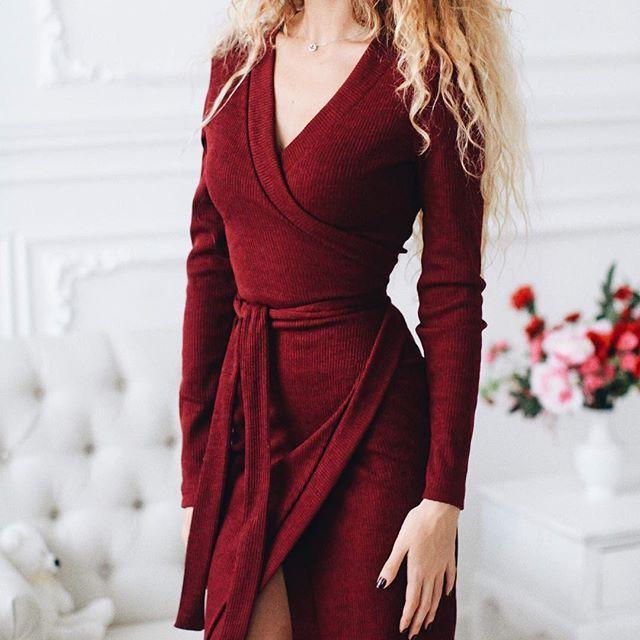 """NEW❗️Приятное воскресное утро нужно начинать с приятных новинок от #mirasezar 😻😻 Наше невероятное уютное платье Марлен ♥️♥️ как раз подходит для выходных, когда хочется одеться и красиво и удобно😊 Платье классно смотрится и с плоской подошвой и с высокой каблуком ❤️❤️ Стоимость 3700₽ #вналичииmirasezarboutigue ✔Магазин""""АФИМОЛЛ Сити"""" @mirasezarafimoll ✔Магазин """"Принц Плаза"""" @mirasezar.princeplaza ✔Санкт-Петербург @mirasezarpiter ✔Магазины MiraSezar представлены в городах: Алма-Ата…"""