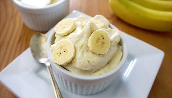 Банановое мороженое: всего 2 ингредиента!  🔸на 100грамм - 82.54 ккал🔸Б/Ж/У - 1.92/0.38/17.88🔸  Ингредиенты: Банан - 100 г Молоко 1% - 30 мл  Приготовление: Бананы порезать и заморозить. Замороженный банан измельчить блендером. В банановую крошку добавить молоко. Еще раз блендером взбиваем и готово!  Приятного аппетита!