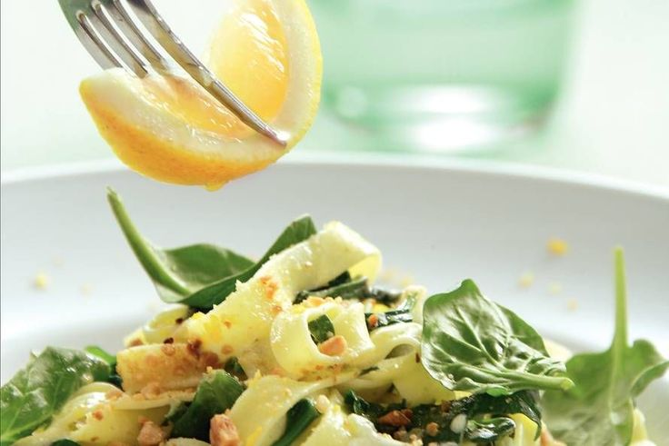 Kijk wat een lekker recept ik heb gevonden op Allerhande! Tagliatelle met spinazie en citroenroomsaus