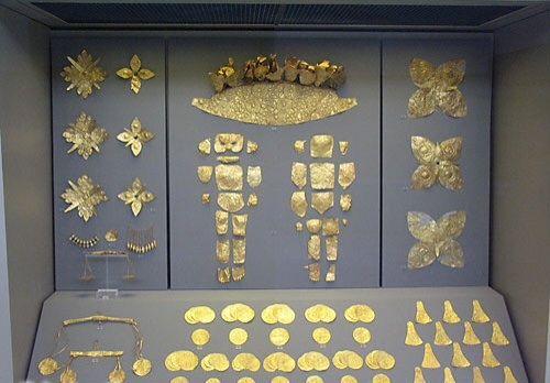 Corredo funebre, ca 1500 a.C., civiltà micenea (Periodo medio), oro, da Micene. Atene, Museo archeologico nazionale