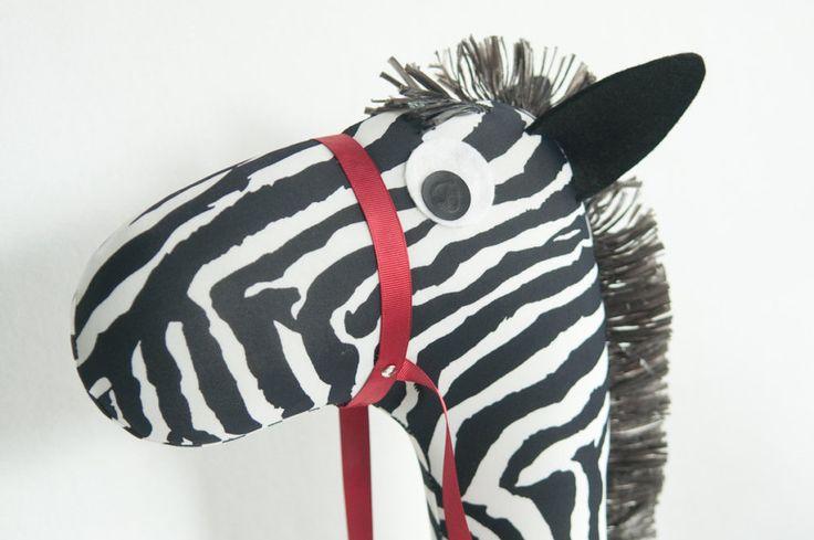 zebra con bastone - stick horse kid - zebra pezza  giocattolo -zebra a  dondolo - regalo compleanno bambino-regalo Natale bambino Tata Drama di SartoriaTataDrama su Etsy