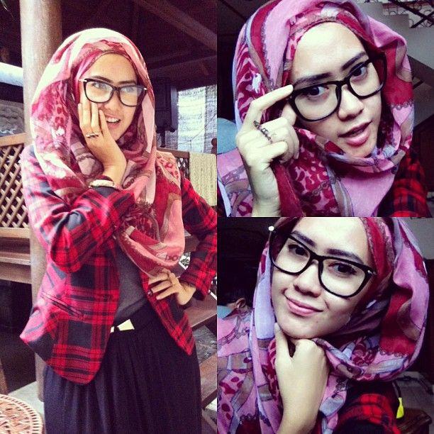 hijabi tartan Hipster hijab! Black frame glasses, plaid jacket and belt