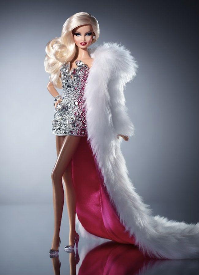 Mattel e dupla de estilistas lançam versão drag queen da boneca Barbie