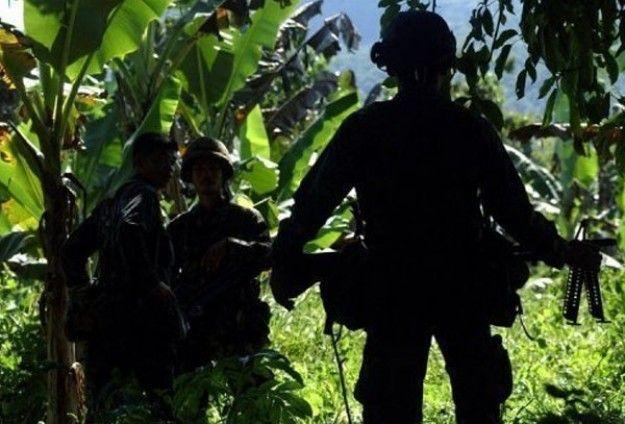 KIBLAT.NET, Zamboanga – Pecahnya pertempuran antara tentara Filipina dengan kelompok Abu Sayyaf di Basilan, telah menewaskan 18 pasukan dan melukai 22 tentara lainnya. Jubir Komando Mindanao Barat, Maj. Filemon Tan Jr mengatakan bahwa pertempuran telah meletus antara pasukan Infantri Batalyon Angkatan Darat ke 44 dengan 120 pejuang Abu Sayyaf di desa Baguindan, kota Tipo-tipo sekitar …