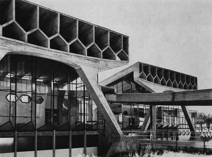 Wow, imagine having attended this elementary school in Busto Arsizio, Italy, designed by Enrico Castiglioni, built in the 1960s.