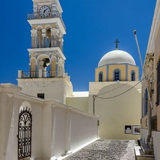 Pathway to heaven...#Fira #Santorini Photo credits: @chinyereofficial