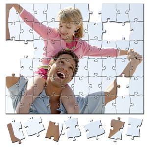 Scegli una foto che rappresenta un attimo importante della tua vita, un momento dolce o divertente che potrai convertire in fotopuzzle 20x30 da 96 pezzi in pochi istanti realizzando cosi' un idea regalo davvero unica!