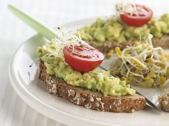 Broodje met avocadobeleg