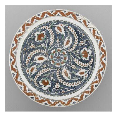 Grand plat sur fond bleu- Musée national de la Renaissance (Ecouen)
