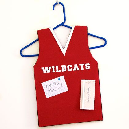 Fashioned after the Wildcats basketball jerseys, this foam bulletin board is great for tacking up important school memos and reminders.
