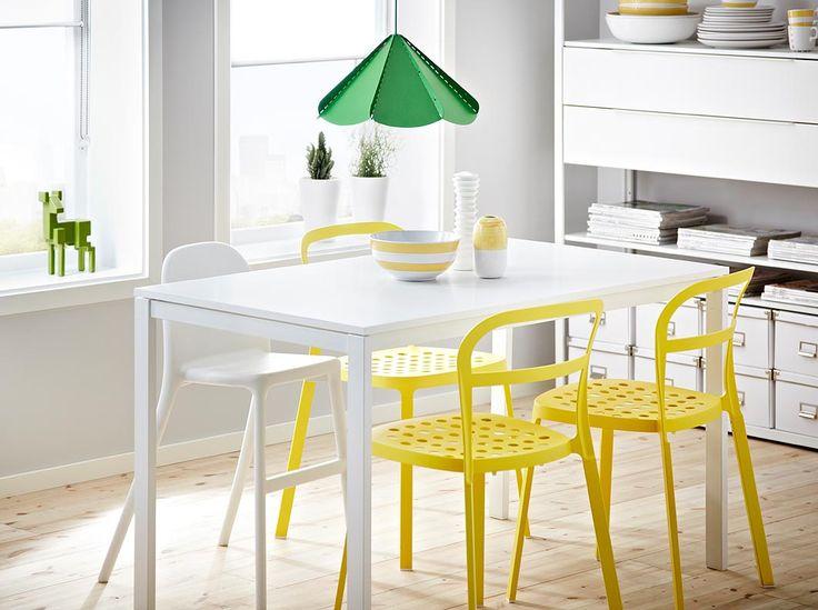 Tavolo MELLTORP bianco per 4 persone con sedie REIDAR in alluminio gialle e sedia alta URBAN
