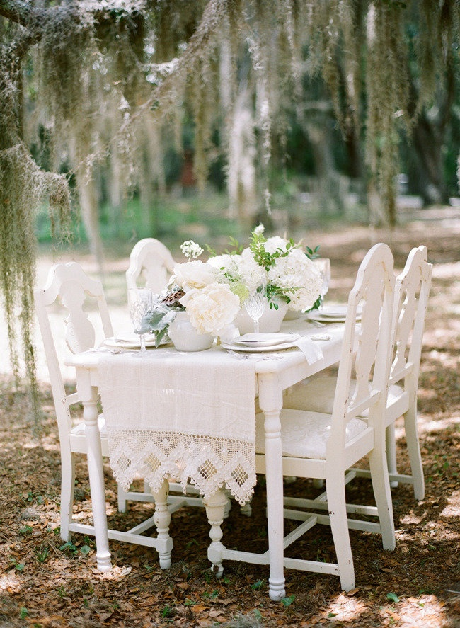 Garden vintage chic | Photography By / http://austinwarnock.com,Floral Design By / http://atozinnias.com   Repinned by Sous toutes les coutures - Organisation de mariage  http://sous-toutes-les-coutures.fr