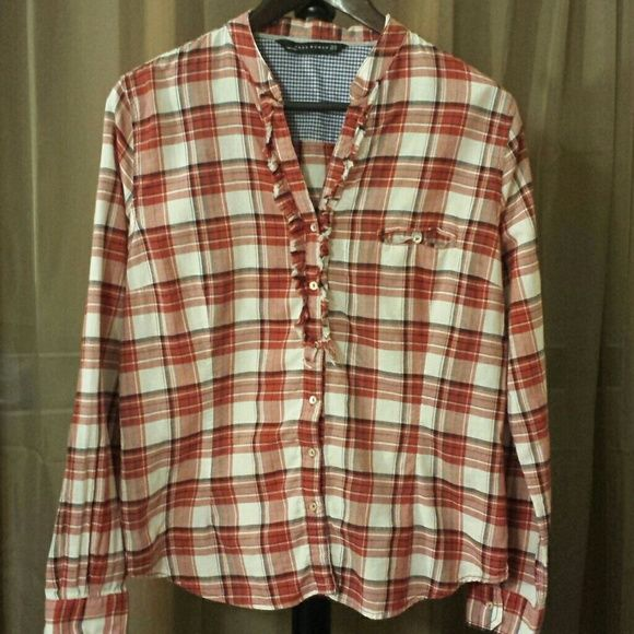 % COTTON RUFFLE BUTTON DOWN SHIRT PRE-OWNED, VERY GENTLY USED!  IF YOU HAVE ANY ADDITIONAL QUESTIONS, PLEASE ASK BEFORE YOU PURCHASE! THANK YOU ☺ Zara Tops Button Down Shirts
