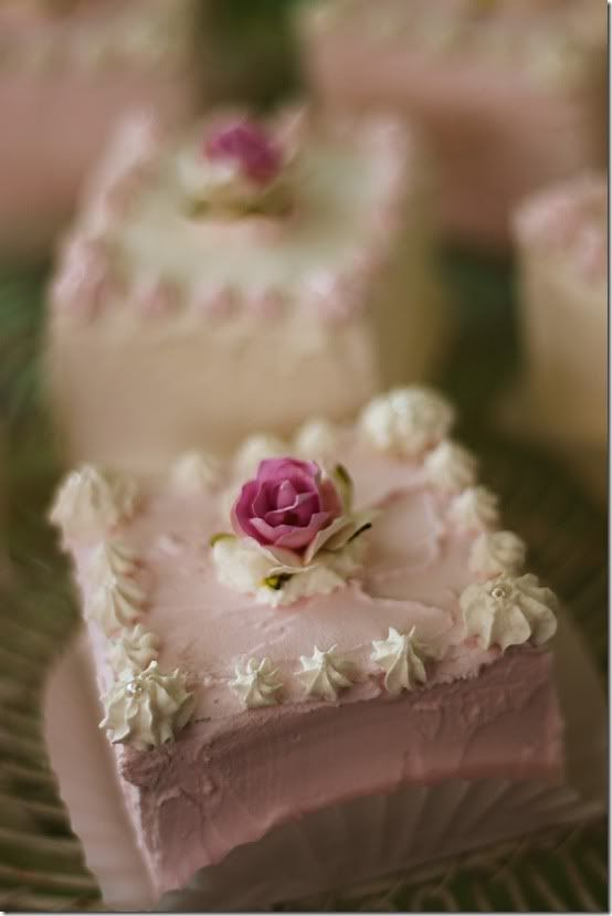 ❥ Sweet Little Cakes for a Shabby Tea Party