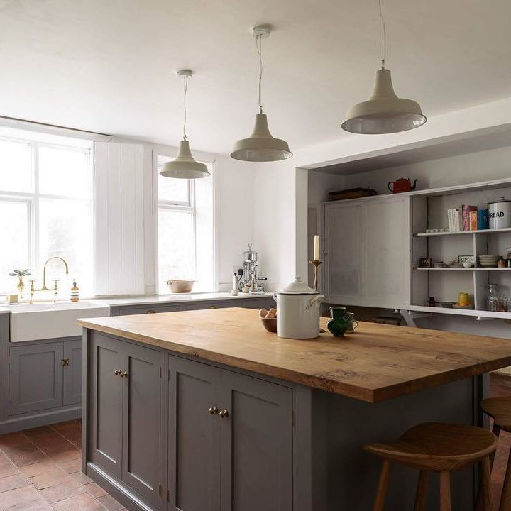 We've never shared our South Wing Kitchen on the deVOL Journal before, so I thought a perfect way to show you the beautiful photos that...