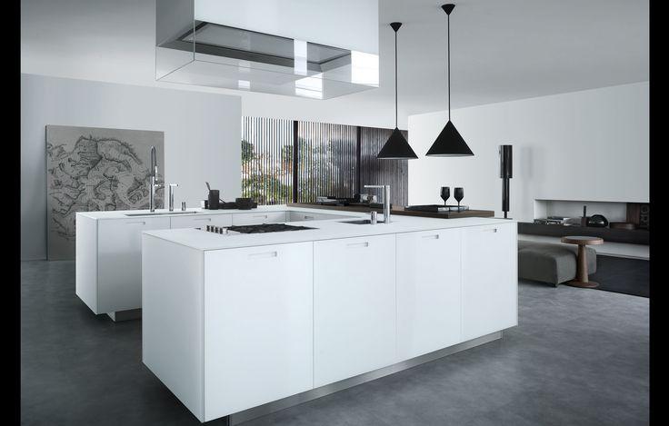 Kyton in mat white extralight glass, worktop thickness 12 mm. Island-hood Glass.