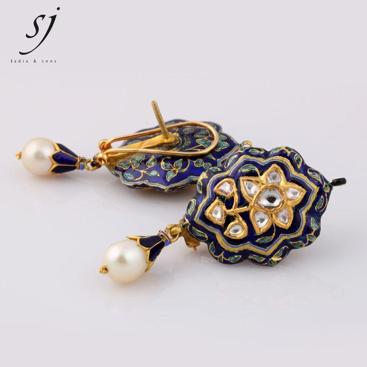 SATYANARAYAN J. JADIA & SONS JEWELLERS PVT. LTD. 5-Sejal Shopping Center, Opp. Lal Bunglow, C.G. Road., Ellishbridge, Ahmedabad-380 006 (Guj.) INDIA Ph : +91-79-2656 5807 Mo : +91 99 2519 9686 Fax : +91-79-26406924 Web : www.sjjadia.com / Email : jadia@sjjadia.com ------ Our Branch Address : @ Madhubhan Resort & Spa***** Anand – Sojitra Road, Vallabh Vidyanagar – 388120 (Guj.) INDIA Ph : +91-2692-239268 to 69 (Extn.: 31029) Mo.: +91 99 2500 5672