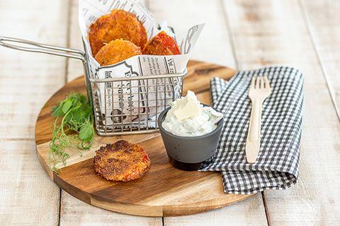 Leivitetyt tomaattiviipaleet ja feta-dippikastike