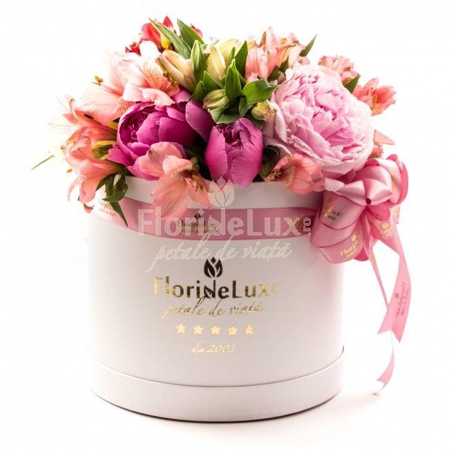 Cutie senzationala plina cu bujori parfumati  Este oficial sezonul bujorilor! 😍💕💕💕 Vedeti noile super oferte din floraria noastra, cu BUJORI: https://www.floridelux.ro/ WOW, ce frumuseti!
