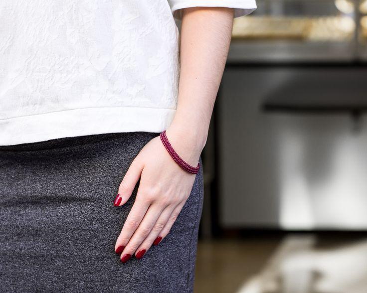 Bransoletka z rubinami 11428 Sklep Złoto-Orla Warszawa  #bransoletka #rubiny #stylizacja #czerwonepaznokcie #rednails #rubins #whitegrey