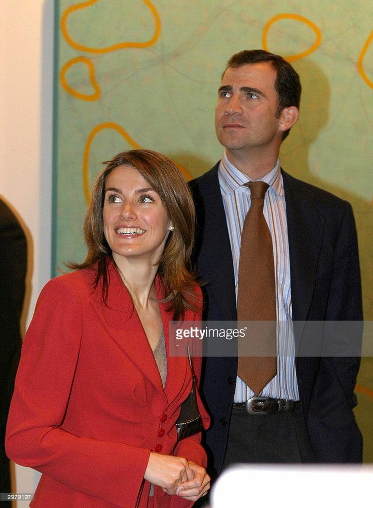 Spanish Prince Felipe de Borbon (R) and his fiancee Letizia Ortiz visit ARCO, the international fair of contemporary art in Madrid, 13 February 2004.