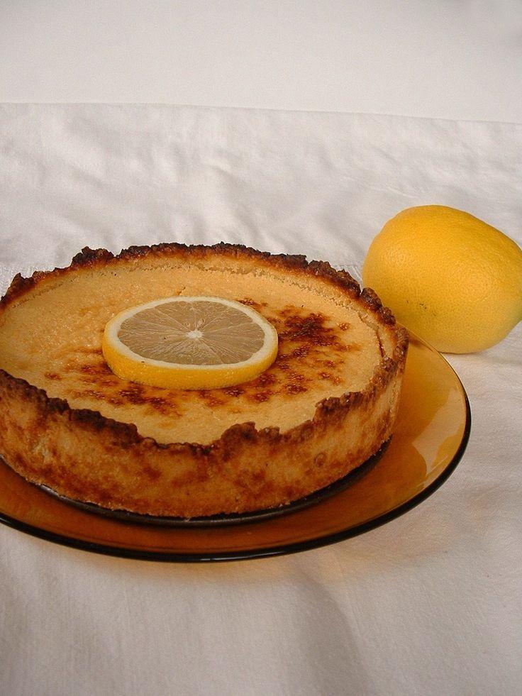 Éppen vendéget vártunk másnapra, mikor véletlenül rábukkantam erre az íncsiklandó citromos pitére a Konyhalál blogon. Desszertötletünk még nem...