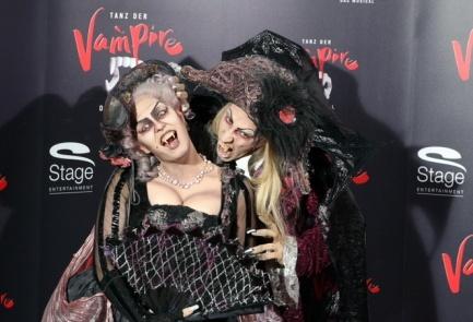 Inspiration :D http://www.andreas-vogt.com/public/content/uploads/slidemanager/tanz-der-vampire-in-stuttgart.jpg