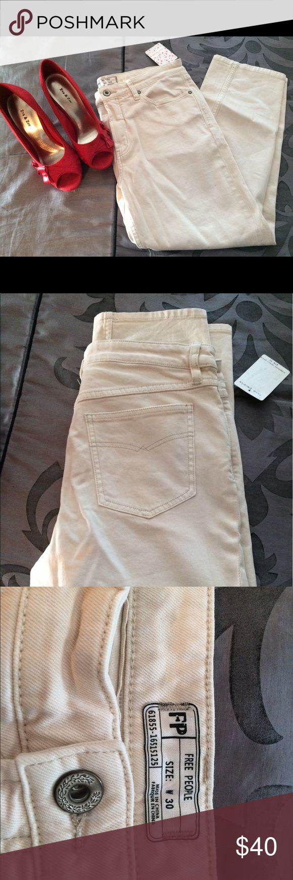 """Free people jeans size 30 NWT Free people jeans NWT 5 pocket jeans. Light colored jeans 25 1/2"""" inseam. Perfect for summer. Free People Jeans Straight Leg"""