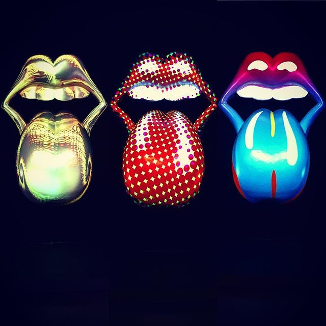 No photos allowed.. #suckers #sneaky #projector #colour #light #lightart #lips #mylife #rollingstones #stones #saatchigallery #london