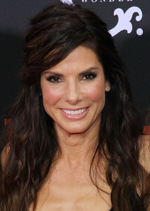 Sandra Bullock Demonstrates One Makeup Move That's EVERYTHING in the Summertime