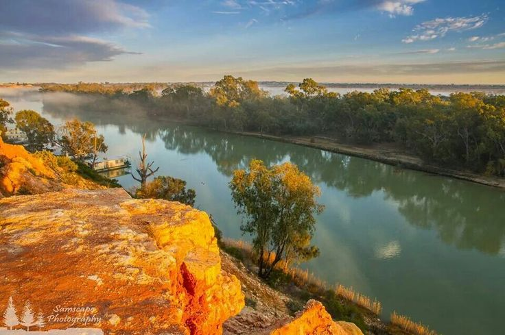 how to travel the murry river by boat