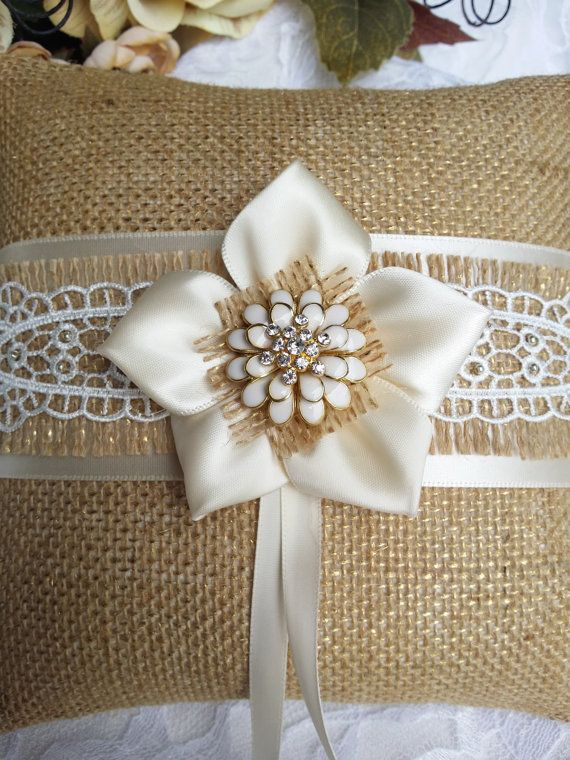 Ring pillow Ring bearer pillow Burlap ring di OvationsInStyle