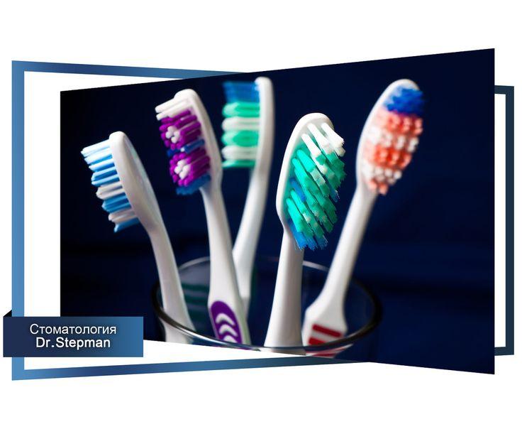 Как выбрать зубную щетку. #зубная щетка #статья #зубы #стоматология   Первое, на что нужно обратить свое внимание - это жесткость щетинок. - - Очень мягкая щетка рассчитана на детские зубки. - Мягкая – предназначена для детей старше 5 лет, а также для людей, имеющих проблемы с деснами. Например, пародонтит. - Основная масса людей старше 12 лет использует щетки с ворсом средней жесткости. - Жесткие и очень жесткие щетки применять без консультации специалиста не желательно. Велика…