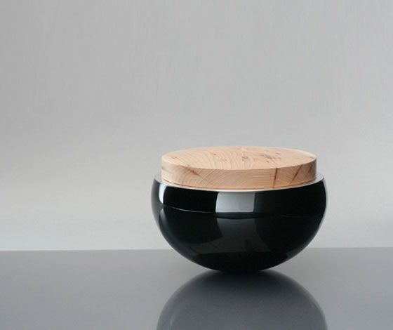 Casket with lib by Manfred Schmid. *Urushi technique from the Japanese art or Lacquerwork.