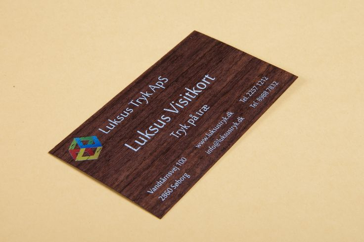 Luksus visitkort i træ er for dig, der tør skille dig ud. For firmaet, der vil signalere stabilitet og innovation, og for den medarbejder, der ønsker en unik stedfortræder, når han ikke selv kan være til stede.
