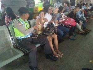 Dekat Masyarakat Personil Polsek Denbar Polresta Denpasar Patroli Dialogis di Terminal Ubung