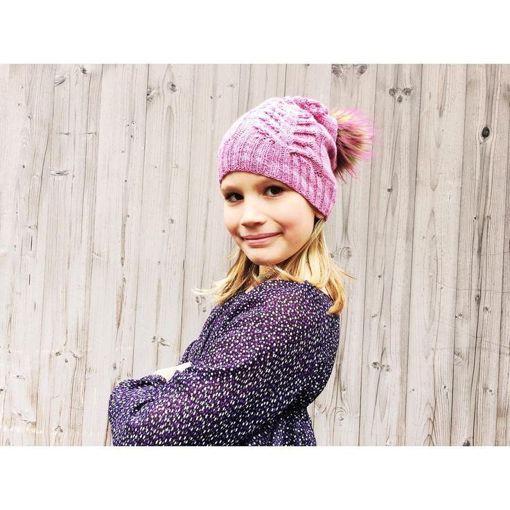 And here's the quick photosession for the new hat, with my favourite little model... #getitdonebyFriday #siidegarte #yarn #handdyed #indiedyer #switzerland #siidefideel