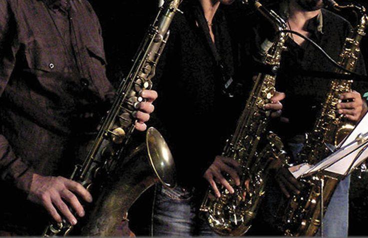 Siena Jazz.  Opera in tre direzioni: didattica, produzione e ricerca, valorizzazione e diffusione del jazz italiano e internazionale. Il suo Centro Studi intitolato ad Arrigo Polillo ha una biblioteca e un archivio sonoro tra i più importanti d'Europa, con oltre 25.000 entries.