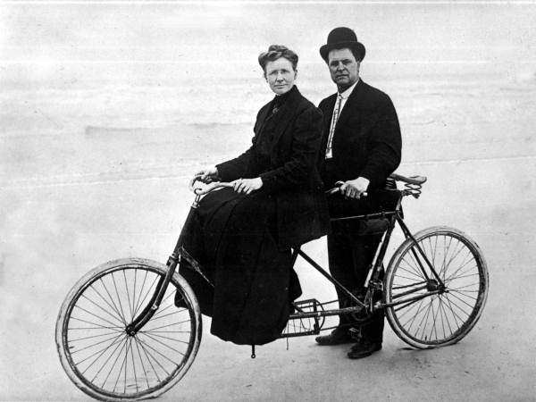 Persistent URL: www.floridamemory.com/items/show/35823   Local call number: RC13500   Title: Couple on a bicycle - Daytona Beach   Date: ca. 1918   Physical descrip: 1 photoprint - b&w - 8 x 10 in.   Series Title: Reference Collection   Repository:  State  Library and Archives of Florida, 500 S. Bronough St., Tallahassee, FL  32399-0250 USA. Contact: 850.245.6700. Archives@dos.myflorida.com