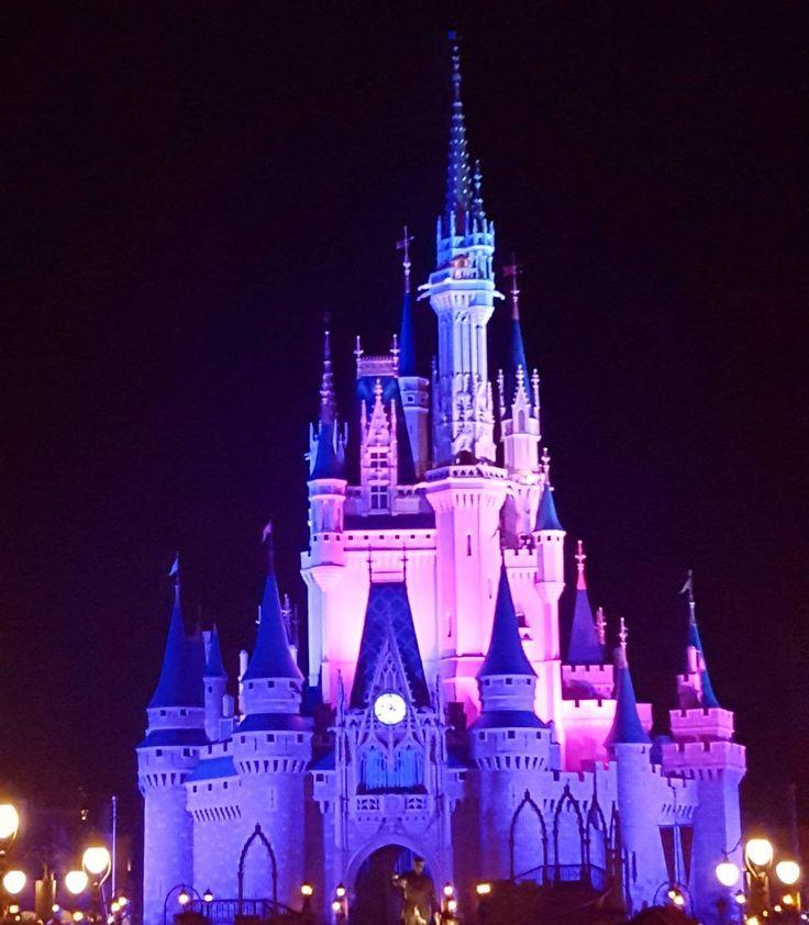 Cinderella Castle at the Magic Kingdom in Walt Disney World - Orlando, Florida