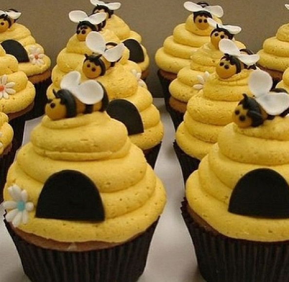 honey bee and hive themed cupcakes