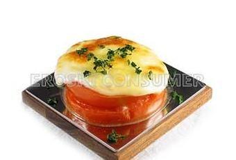 Hoy os explicamos como hacer  una tosta de tomate y queso , es una receta muy sencilla y barata  además de rápida y esta sabrosisima animate y pruebala ...  Ingredientes (4 personas)  2  tomates rojos de ensalada   8 lonchas de queso par...