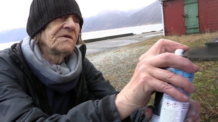 I staden for å strikke, hekle eller løyse kryssord, er Elisabeth Knap (72) i Balestrand heller ute og gjer noko dei fleste av oss ikkje forbind med pensjonistar. Ho taggar!