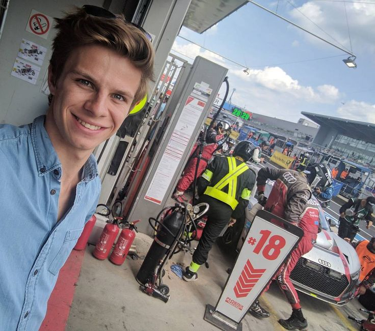"""Polubienia: 4,620, komentarze: 32 – Andreas Wellinger (@andreaswellinger) na Instagramie: """"Boxenstopp - spannende Eindrücke hinter den Kulissen ♂️ Pitstop - such an exciting experience…"""""""