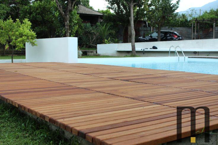 Platform in natural iroko wood for pool Pedana solarium in legno iroko Designed by Arch. Antonio Ciniglio New posting on our site! Please click here http://www.mazzocca.org/home/galleria/arredo-esterni to see additional photos.