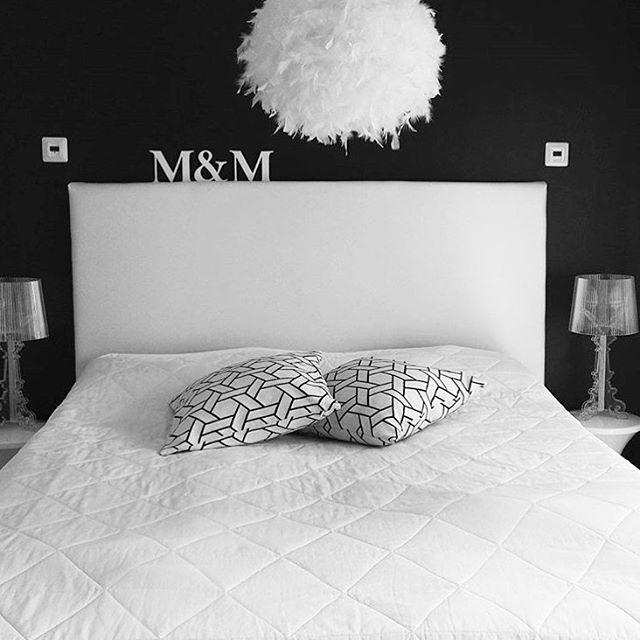 Black and white • Bedroom inspiration   Noah - by Sessak  Photo by @mai_stail  #sessaklighting #sessak #sisustus #interiordesign #interiorinspiration #interiorinspo #interior #sisustusinspiraatio #höyhenvalaisin #blackandwhite #homeinterior #bedroominspo #interiorstyling