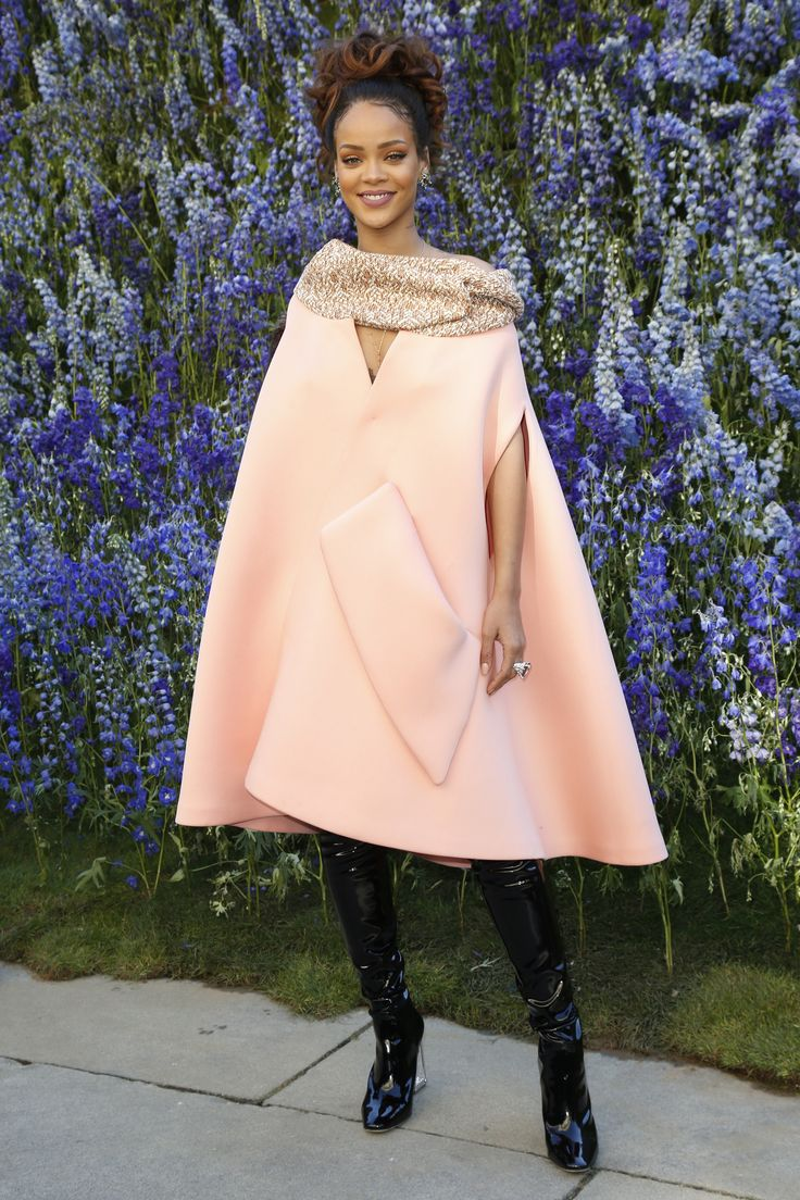 Rihanna - Christian Dior Spring 2016 Ready-to-Wear Fashion Show Front Row - October 2, 2015