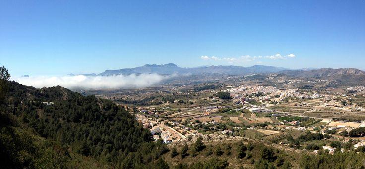 La niebla que entra del mar como una lengua hacia Benitatxell