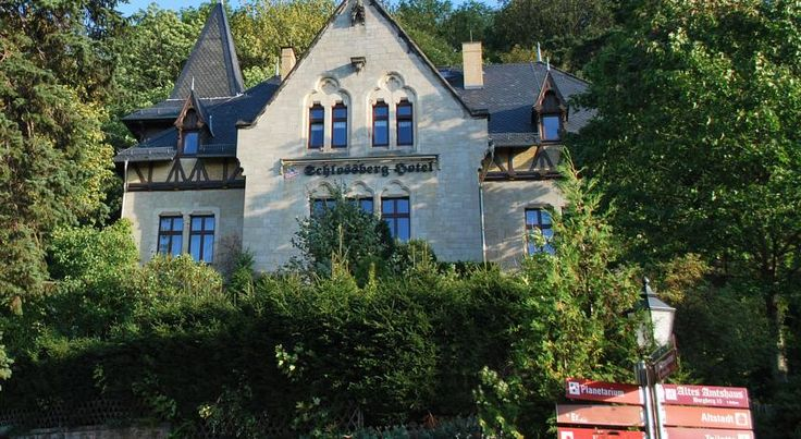 Schlossberg-Hotel Wernigerode This hotel lies in the heart of Wernigerode, a 5-minute walk from the town hall and Wernigerode Castle. Schlossberg-Hotel offers a sauna and free Wi-Fi.  Schlossberg-Hotel consists of a historic villa and another beautiful half-timbered building.