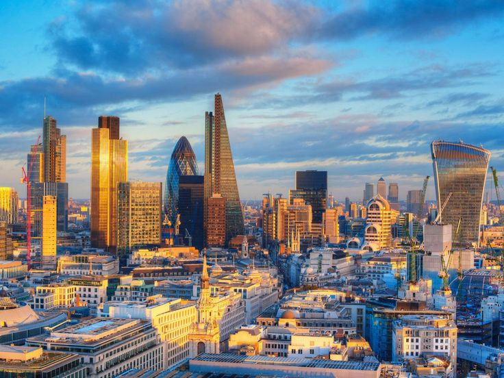 The effects of the U.K. vote to leave the European Union are starting to ripple through property markets as investors pile out of publicly traded real-estate companies in Britain and Europe and global developers begin to reassess projects and transactions already in the pipeline.